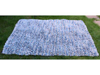 ROCKS SHAGGY JELLYBEAN RUG HANDMADE FELTED WOOL RUG 120 X 170 BLUE/CREAM
