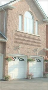 Detached House in Central Mississauga Close To Transportation