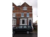 Beautifully Presented 4 Bed Room Apartment closer to Train Buses Resturents & Thames