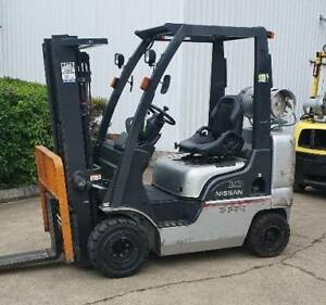 FORKLIFT NISSAN 2.5T compact 4,300mm container mast side shift