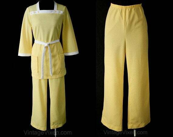 Size 10 Kitsch 60s Yellow Leisure Suit - Polyester Knit Ladies Shirt Pant 2Piece