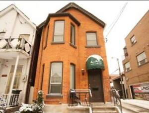 ROOM FOR RENT College/Ossington