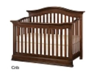 Crib with set to convert to ver