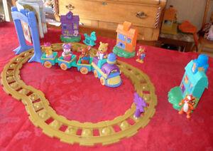 Train musical Winnie / motorisé / pour bébé / 44 mcx / 20$