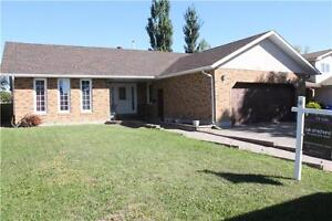 Spacious 5bed+den/3bath home in Normanview! A must-see!