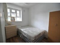 DOUBLE ROOM IN OVAL - 3 MINUTES AWAY FROM THE STATION