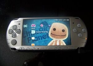 Silver PSP with charger 9/10 condition. Firmware: 3.71 m33