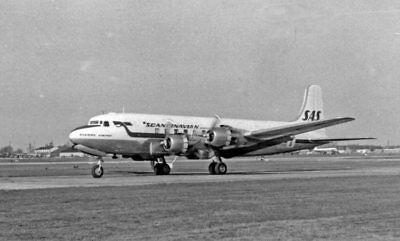 PHOTO  DOUGLAS DC-6 SCANDINAVIAN AIRWAYS SAS PLANE TAKING OFF FROM HEATHROW IN 1