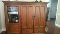 Entertainment console - Hooker Furniture - Excellent Condition