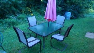 PATIO SET - TABLE, 4 CHAIRS AND UMBRELLA.