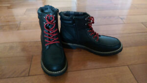 Boys Size 6 Fall Boots (New)