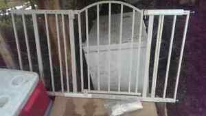 Baby gate, wide and adjustable