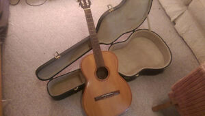 3/4 size nylon string guitar with hard case for young beginner