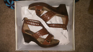 Asst woman's shoes and boots size 6 (best offer)