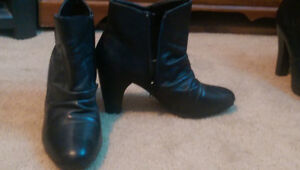 Sz 7 women's black leather boots
