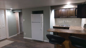 $1050 all-incl 1+1 Bdrm Remodeled Apt in Great Neighbourhood