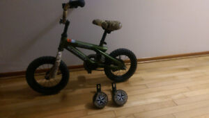 """LIKE NEW - BOY'S SUPERCYCLE WITH 10"""" WHEELS"""
