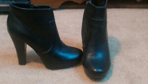 Sz 7 women's black high heels