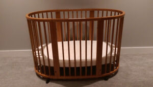 Stokke Sleepi crib with mattress and fitted sheet