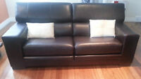 Leather couch /fauteuil en cuir