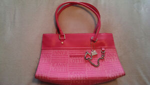 SIGNATURE 'JEANNE LOTTIE' PINK PURSE!!