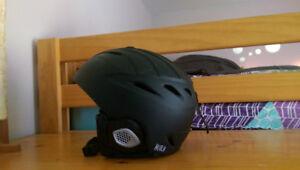 Snowboard helmet hutch adult