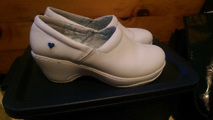 Nurse mates white shoes 9.5 clog