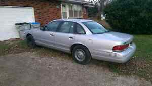 96 Ford Crown Vic SERIOUS INQUIRIES ONLY London Ontario image 2
