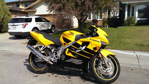 1999 CBR 600 F4 - Great bike at a great price w/ extras