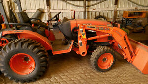 Kubota B3200 Acreage Tractor 200 hrs Great cond with attachments