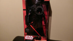 Star Wars figurine Kylo Ren 14.5 po. électronique deluxe Disney