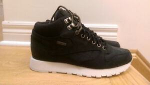 NWT Reebok Classic Leather Goretex Mid-Cut Boot (size 9 US)