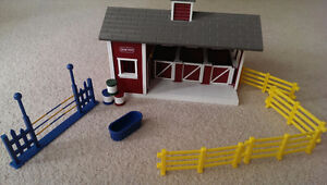 Breyer Stablemates Stable Set (In St. Thomas) London Ontario image 3