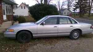 96 Ford Crown Vic SERIOUS INQUIRIES ONLY London Ontario image 3