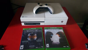 Xbox One white console 500 GB with two games