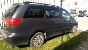 2008 Toyota Sienna Minivan, Van