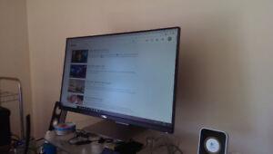 Dell 24 UltraSharp IPS Monitor U2414H like new.