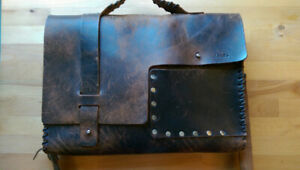 Dean LT01 Whip Stitched Leather Messenger Bag