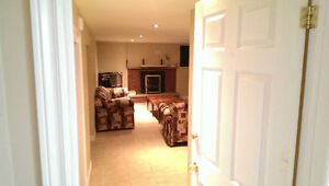 Richmond Hill - Spacious 1 bdr Bsmnt Unit with Separate En