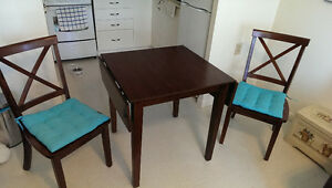 Drop leaf mahogany table & 2 chairs