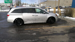 """2014 Honda Odyssey Touring WITH winter tires AND 2"""" bike hitch"""