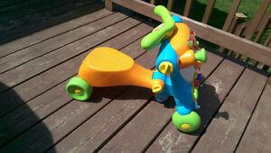 Marcheur trotteur enfant 6 mois à 3 ans, jeux, très bon état