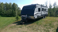 27 Foot Slingshot by CrossRoads Travel Trailer for sale like new