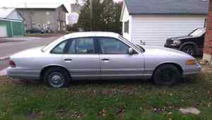 96 Ford Crown Vic SERIOUS INQUIRIES ONLY London Ontario image 4