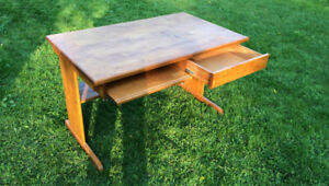 SOLID WOOD DESK   PERFECT FOR BACK TO SCHOOL