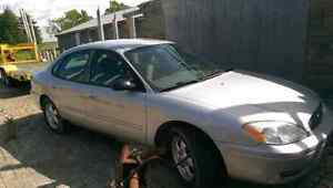 Parting 2005 Ford Taurus