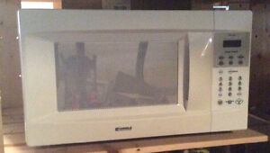 Smaller Kenmore microwave, clean and good.