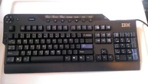 A vendre : IBM SK-8815 39M7160 Wired Black Keyboard with multi m