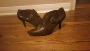 Ladies Size 11 Brown Leather Fashion Boots