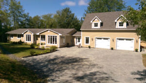 Stunning home deeded access to lake, rink and maple syrup  farm